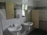 W Makowie w gminie Skaryszew, wyremontowano tamtejszą szkołę podstawową - sa odnowione toalety i korytarz