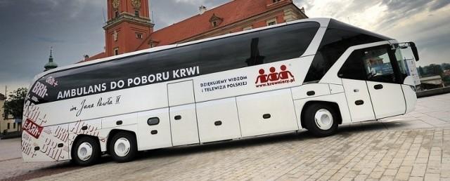 W niedzielę Fundacja Krewniacy zawita na parking przed Galerią Gryf przy ul. Wiosennej 33 w Szczecinie. Krew w tym autobusie będzie można oddawać od godz.10 do 16.