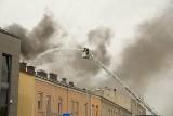 Pożar w kamienicy w centrum Kielc. Wielkie zamieszanie, akcja strażaków [WIDEO, ZDJĘCIA]