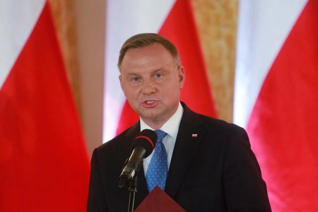 Jarosław Kaczyński spóźnił się na uroczystość prezydenta. Andrzej Duda przerwał dla niego wystąpienie