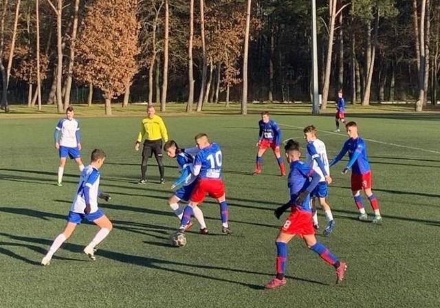 Nie tylko seniorzy wznowili rozgrywki w ramach sezonu 2020/21. Na piłkarskie boiska wychodzą także nasi najlepsi juniorzy, ich nieco młodsi koledzy, a także trampkarze. Młodzicy natomiast jeszcze muszą poczekać na swoją kolei...