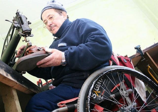 Mirosław Lewandowski swój zakład szewski prowadzi od października ubiegłego roku