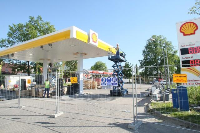 Zmiana barw i właściciela. Stację paliw Neste w Kielcach zastąpi ShellJedna doba wystarczy, by całkowicie zmienić wygląd kieleckiej stacji benzynowej Neste, która znajduje się przy alei Solidarności. W czwartek, 22 maja, będzie już miała barwy Shella.