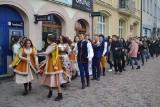 """Ósmy """"kazikowy"""" polonez na lublinieckim rynku. Ale tańczyli nie tylko poloneza ZDJĘCIA"""