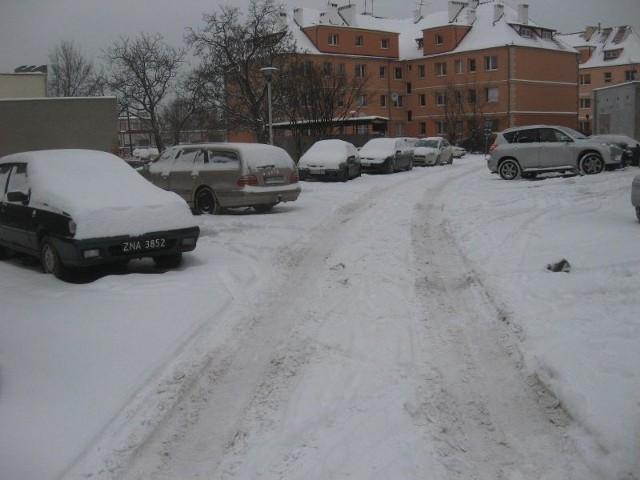 W ostatnich dniach zima ostro daje się we znaki kierowcom.