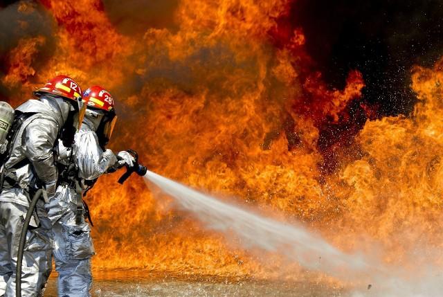 Prudnik. Nastolatek podejrzany o kilkanaście podpaleń. Pomagać miał mu 20-letni strażak-ochotnik