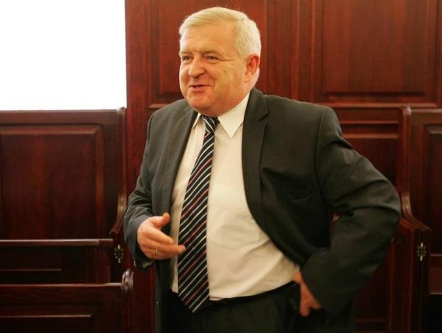 Tadeusz Jędrzejczak w szczecińskim sądzie po zakończeniu rozprawy.