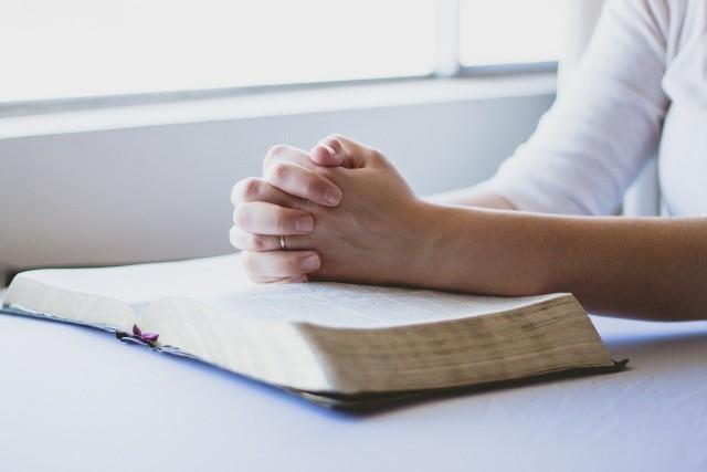 Modlitwa przed egzaminem. Trudny egzamin? Modlitwy przed egzaminem, nauką i w sprawach beznadziejnych