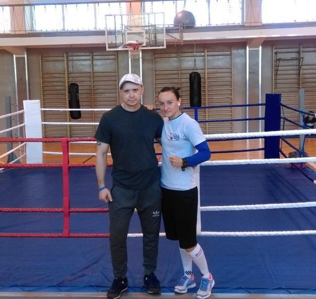 Sandra Drabik z klubowym trenerem Markiem Soboniem.
