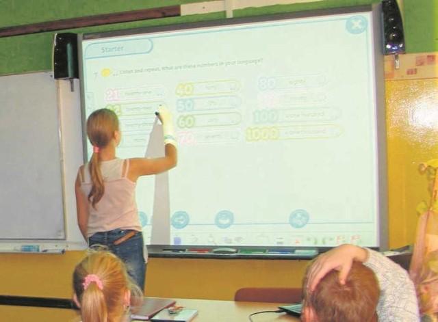 Każda szkoła dostanie tablicę interaktywną