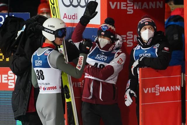 W konkursie drużynowym w MŚ w Oberstdorfie Polacy liczyli się w walce o podium