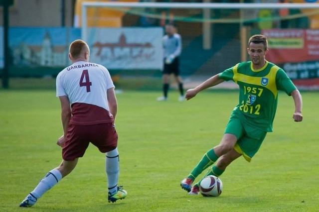 Tomasz Ciećko (z piłką) strzelił gola na 2-0.