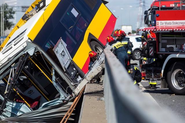 W piątek, 26 czerwca, Radio Zet podało nowe informacje w sprawie wypadku autobusu komunikacji miejskiej w Warszawie. Czy kierowca pojazdu był pod wpływem środków odurzających?CZYTAJ DALEJ NA NASTĘPNYM SLAJDZIE