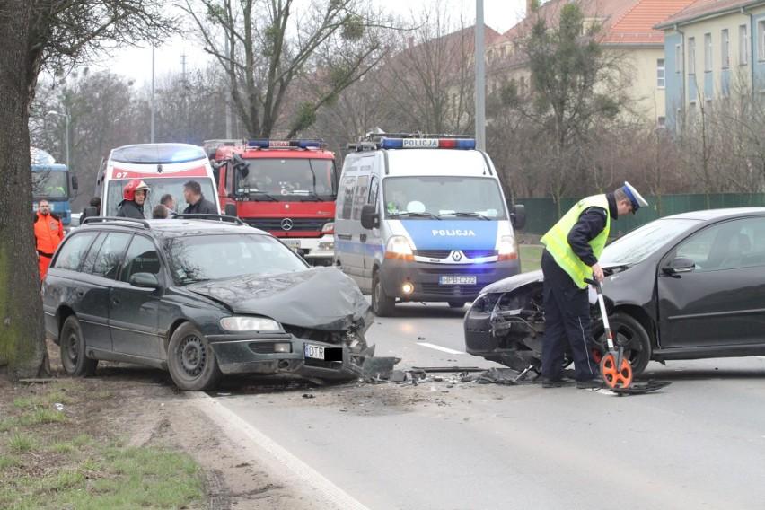 Wypadek na Obornickiej. Pijany kierowca zatrzymany przez żołnierzy (ZDJĘCIA)