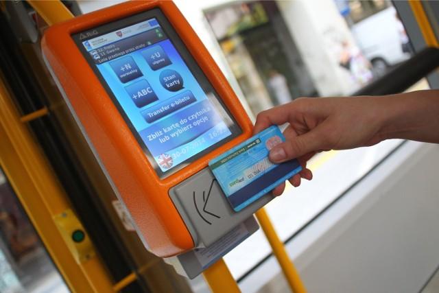 Ze specjalnej oferty ZTM Poznań mogą skorzystać jedynie uczniowie szkół podstawowych, posiadający kartę PEKA. Wnioski o jej wydanie można już składać.