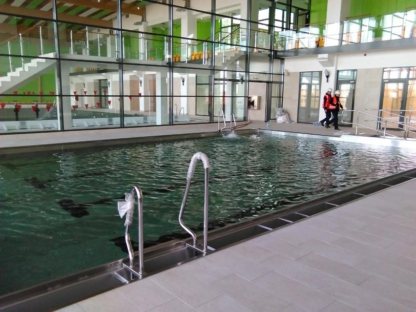 W tarnowskich Termach rozpoczęło się napełnianie basenów sportowych wodą. Woda z ciepłych źródeł będzie wyłącznie w rekreacyjnej części  obiektu.