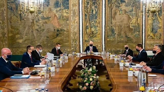 Szefowie rządów państw Grupy Wyszehradzkiej V4 i przewodniczący Rady Europejskiej na szczycie V4 w Krakowie
