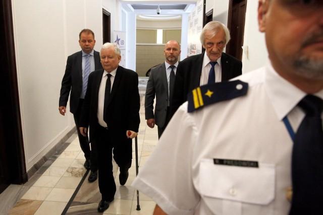 """Zapowiedź Jarosława Kaczyńskiego dotyczy tych, """"którzy mają wysokie pensje w spółkach Skarbu Państwa""""."""
