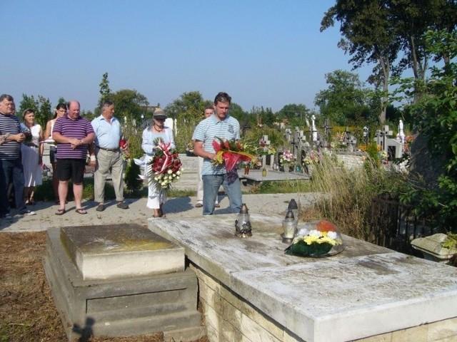 Na grobie Józefa Mortona w Chrobrzu złożono kwiaty.