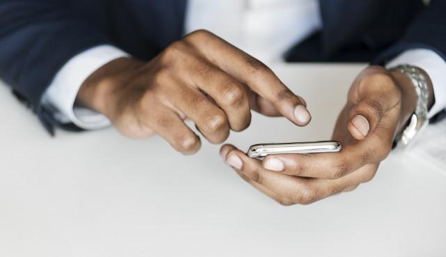 Wydać w ciągu roku 22 tysiące złotych na rachunki telefoniczne to prawdziwa sztuka. Łatwiejsza, gdy robi się to na koszt państwa. Zobacz, ile publicznych pieniędzy wydali na telefony dolnośląscy posłowie. Sprawdzisz to na kolejnych slajdach, posługując się klawiszami strzałek, myszką lub gestami.Zobaczcie, którzy posłowie dzwonią najwięcej, posługując się klawiszami strzałek na klawiaturze, myszką lub gestami.