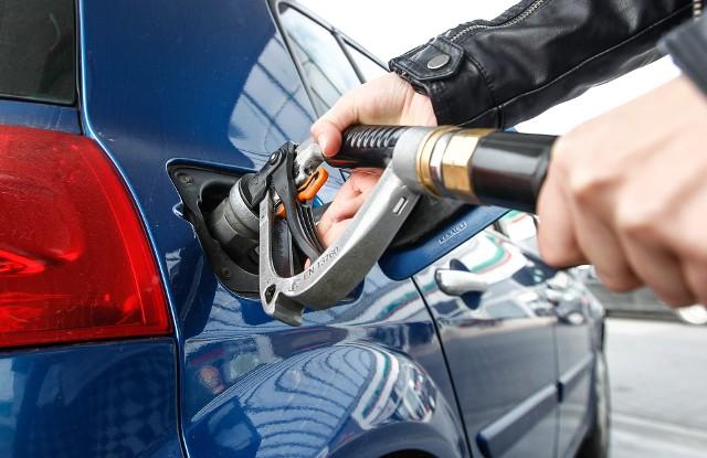 Aktualne ceny paliw w regionie (notowanie z 25.05). Podane ceny to kolejno: benzyna Pb95, diesel i gaz LPG.• Auchan, Krasne | 3,89 zł | 3,86 zł | 1,49 zł• Leclerc, al. Rejtana | 3,92 zł | 3,89 zł | 1,50 zł
