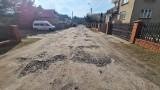 Dąbrowa Górnicza. Ulica Skowronkowa pełna dziur. Miasto obiecuje remont, ale mieszkańcy mają już dość czekania