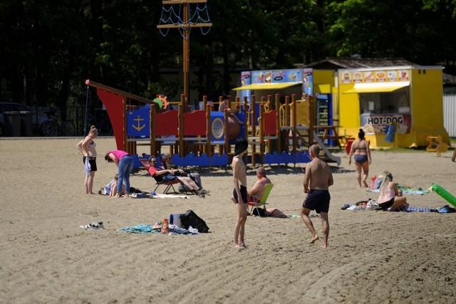 Najpopularniejsze podtoruńskie jezioro, czyli Kamionki w wolne dni zapełniło się amatorami słonecznych i wodnych kąpieli. Nieoficjalnie sezon turystyczny został otwarty.  W Kamionkach oprócz plaży i jeziora czekają również otwarte już o tej porze roku lokale gastronomiczne.Zobacz też:Ulubione zabawki z PRL-u