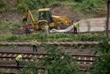 Wałbrzych: Złoty pociąg wciąż poszukiwany. Ciężki sprzęt rozkopuje teren [NOWE ZDJĘCIA]