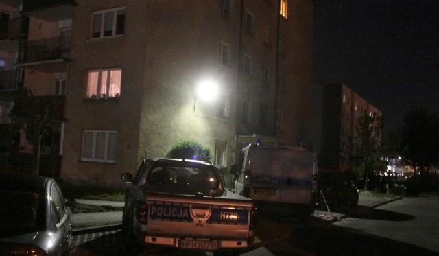 Blok, w którym doszło do podwójnego zabójstwa na os. Gołębiów w Radomiu.