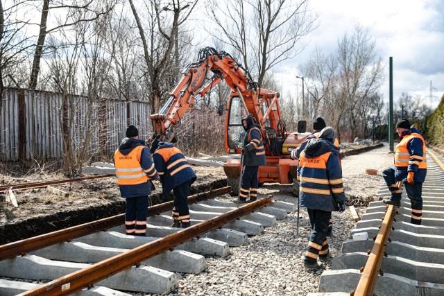 W 2021 r. Zarząd Dróg Miasta Krakowa zaplanował sporo prac związanych z remontami torowisk. Na kwiecień zaplanowano zakończenie robót na ul. Ujastek Mogilski.