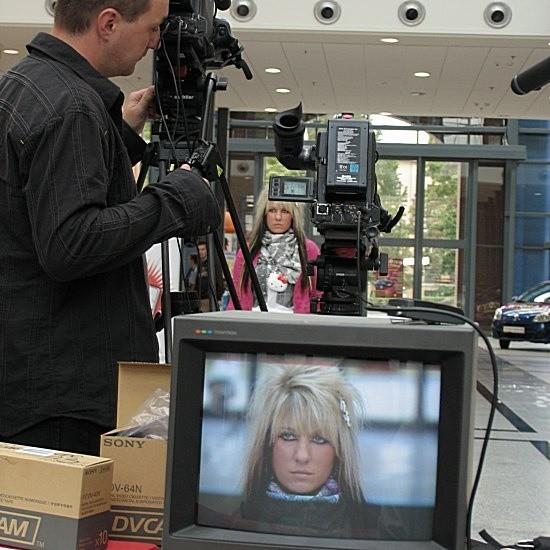 Aleksandra Szewczyk z V Liceum Ogólnokształcącego przy ul. Okólnej przyznała po castingu, że zjadł ją stres. Przy kamerze operator Tomasz Wieczorek