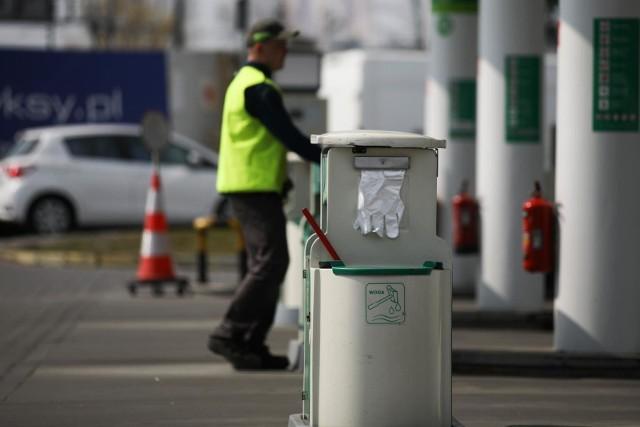 W USA w poniedziałek 20 kwietnia cena ropy zakończyła dzień na poziomie 37,63 USD poniżej zera.  Czy to znaczy, że inwestorzy będą teraz dopłacać do surowca a w stacjach paliw będziemy tankować nie płacąc ani grosza?