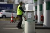 Ceny benzyny i oleju napędowego: 8.05.2020 r. Jak długo będą tanieć paliwa i czy w tym roku będziemy je kupować poniżej 3 zł za litr?