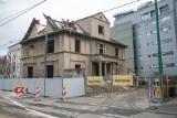 Ruszyła rozbiórka budynku przy ul. Strzeleckiej. To konieczne dla rozbudowy Wielkopolskiego Centrum Onkologii