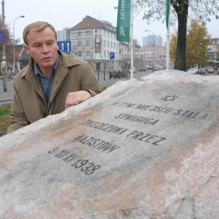 - Nie chodzi tylko o pamiątkowy kamień. Musimy mówić o tym, co się tutaj działo 70 lat temu - mówi Andrzej Kirmiel