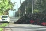Erupcja wulkanu Kilauea. Lawa dosłownie wchłonęła auto. Przerażające nagranie żywioły, który niszczy wszystko na swojej drodze