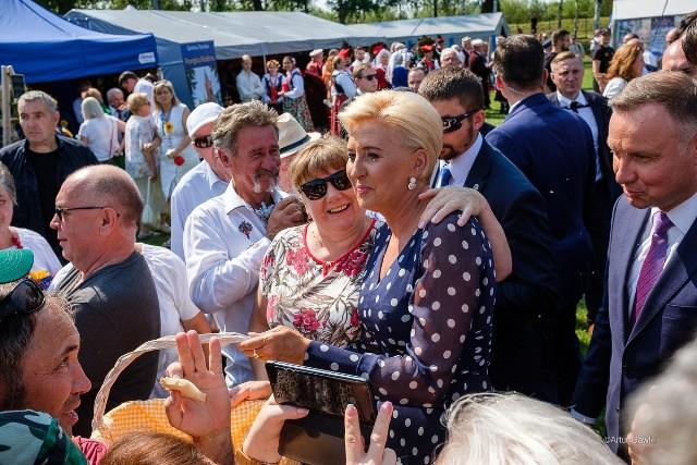Prezydent RP Andrzej Duda wraz z żoną Agatą Kornhauser-Duda na święcie plonów pod Tarnowem