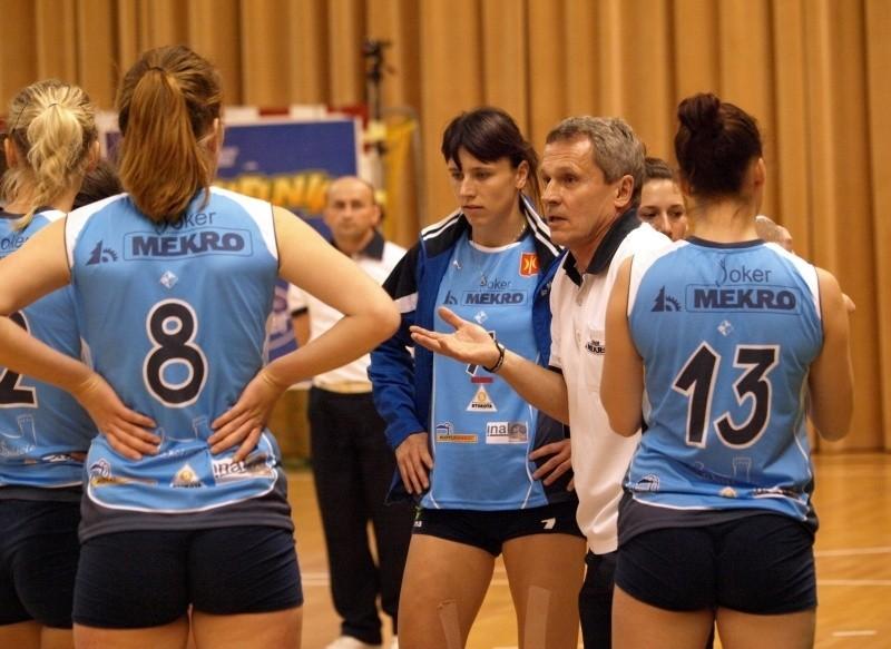 Trener Andrzej Nadolny w tym sezonie nie może mieć większych zastrzeżeń do gry swoich zawodniczek