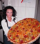 70-cio centymetrowa pizza w Texas Pizza w Kielcach
