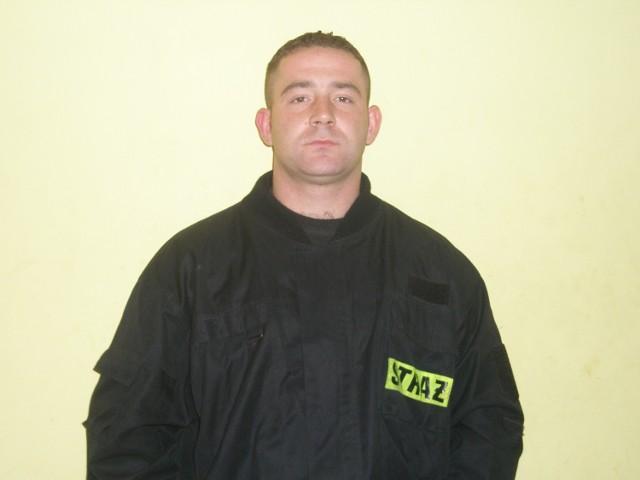 Wiktor Zmarzlik z OSP w Mostkowie ma 25 lat, mieszka w Mostkowie, od 7 lat służy w miejscowej OSP. Ukończył mnóstwo kursów (m.in. na ratownika OSP). Chce zostać strażakiem zawodowym, bo, jak sam przyznaje, praca strażaka ogromnie go angażuje. Pan Wiktor jest założycielem i opiekunem młodzieżowej drużyny pożarniczej w OSP Mostkowo. Jeśli chcesz zagłosować na Wiktora Zmarzlika, wyślij SMS pod nr 7168 o treści: KGS.STRAZAK OCH011 (koszt sms-a 1,22 zł z VAT)
