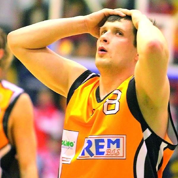 Koszykarzom Sportino w tym sezonie może dokuczać prawdziwy ból głowy. Co prawda Łukasz Żytko jest zdrowy, ale martwi dyspozycja jego kolegów.
