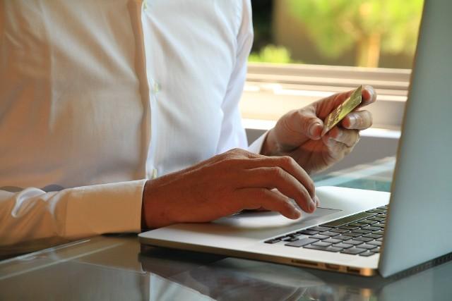 mBank ostrzega swoich klientów. Przestępcy mogą uzyskać dostęp do konta i wykraść pieniądze.