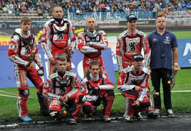 Polonia przed meczem w Krośnie. Trzeci od lewej stoi Damian Adamczak