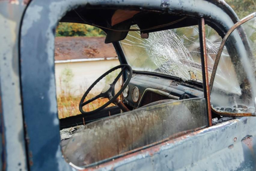 Opuszczone samochody po jakimś czasie przechodzą na własność...