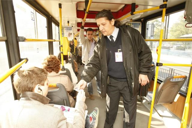 Za jazdę bez  biletu trzeba zapłacić 140 złotych. Jeśli się zwleka to już 280 złotych