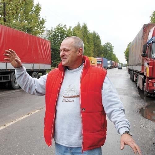 - Tu już teraz jest niezły młyn, to po zmianach w ogóle będzie straszne - uważa Lech Dąbrowski, kierowca tira