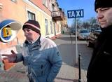 Świecie. Taksówkarze walczą o budkę telefoniczną