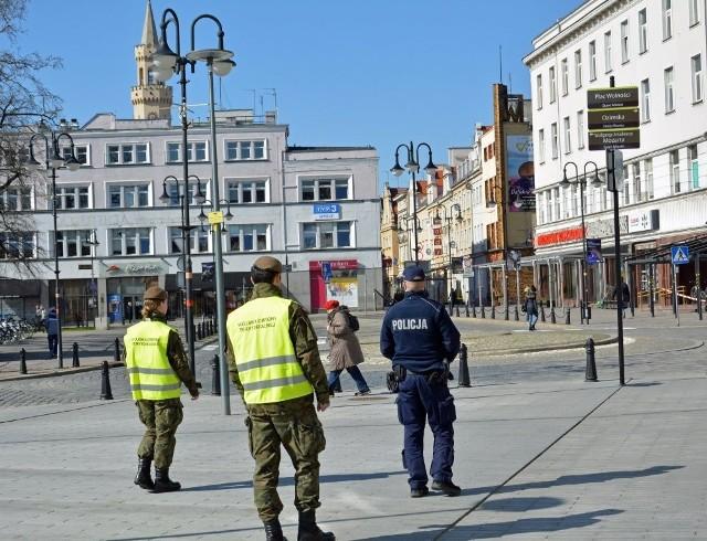 Opolscy mundurowi patrolują miasta.
