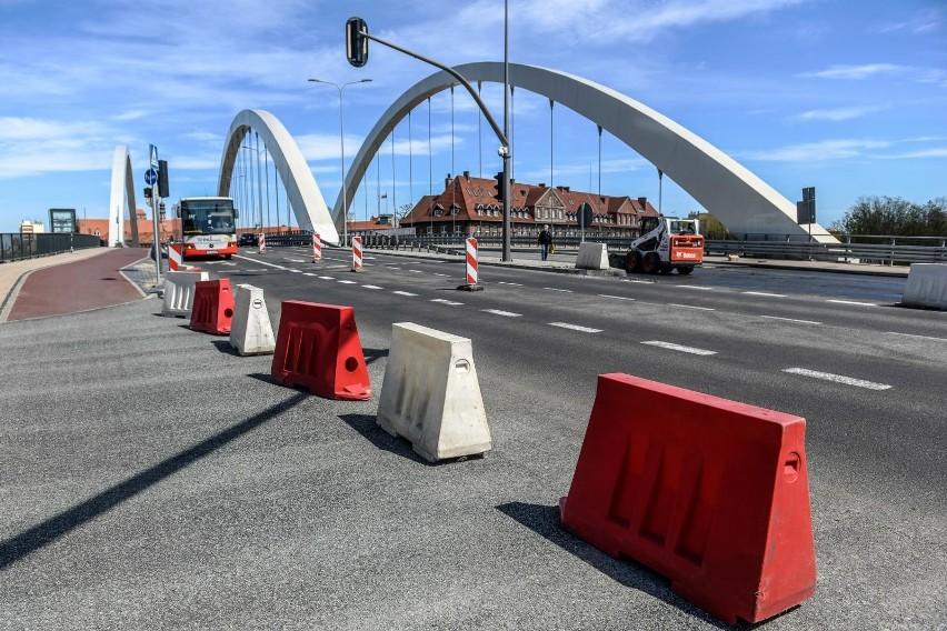 Mostek na Zaroślak wciąż zamknięty. Radni PiS na konferencji...