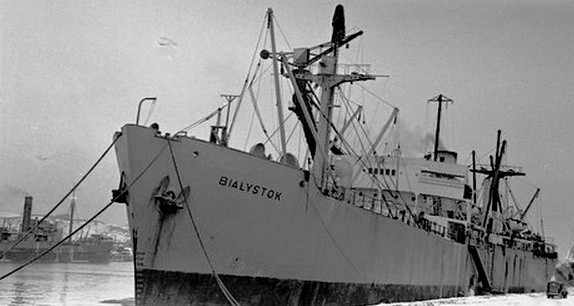 Mierzył niemal 135 metrów i zanurzał się na 8,2 metra. W czasie II wojny światowej s.s. Białystok pływał w konwojach atlantyckich.